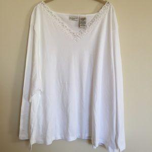 White stag white top lace ribbon trim neckline